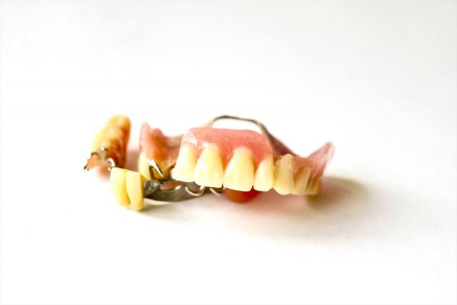 部分入れ歯で噛むと痛い